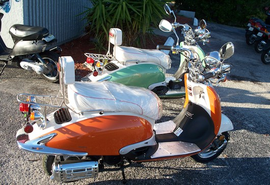 Retro and Vintage Scooters for Rent in Naples