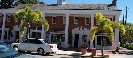 Shops, Art, and Dining on Third in Downtwon Naples